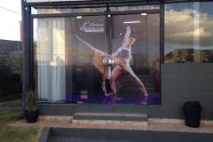 Adesivo Transparente aplicado em porta de vidro para a cliente Patricia Spadaccia Núcleo de Dança