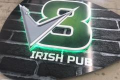 Letra Caixa com Iluminação produzido para o cliente V8 Irish Pub